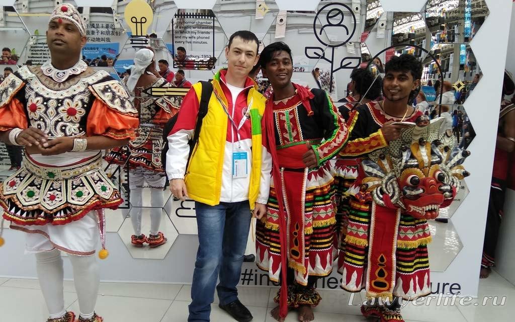 С участниками фестиваля из Индии...