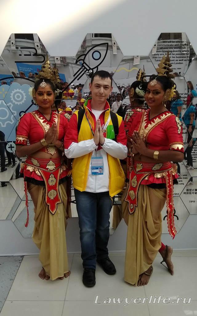 ...и с участницами из Индии