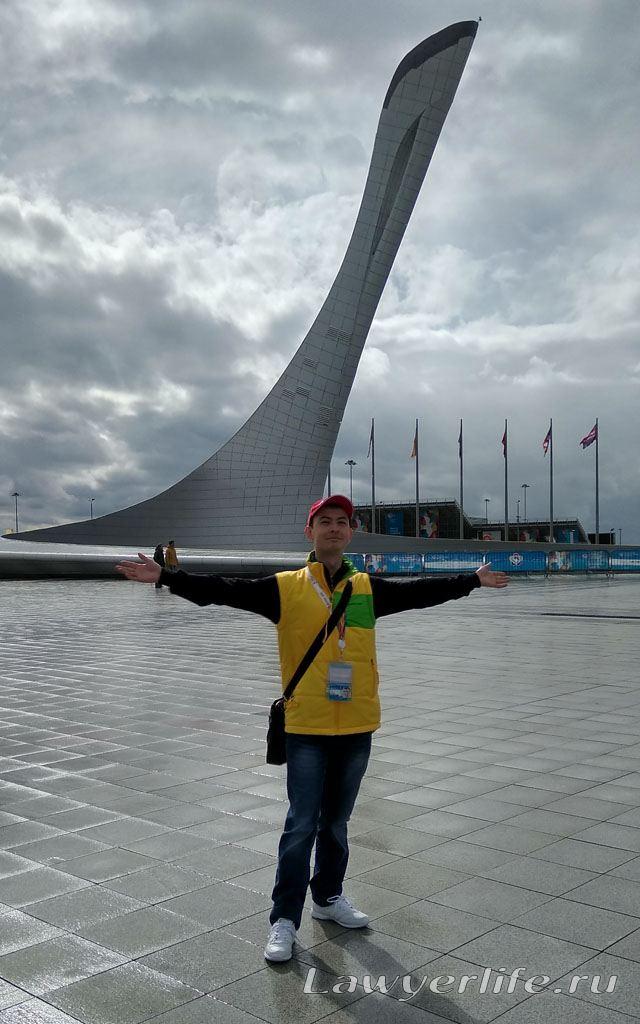 На главной площади Medals Plaza