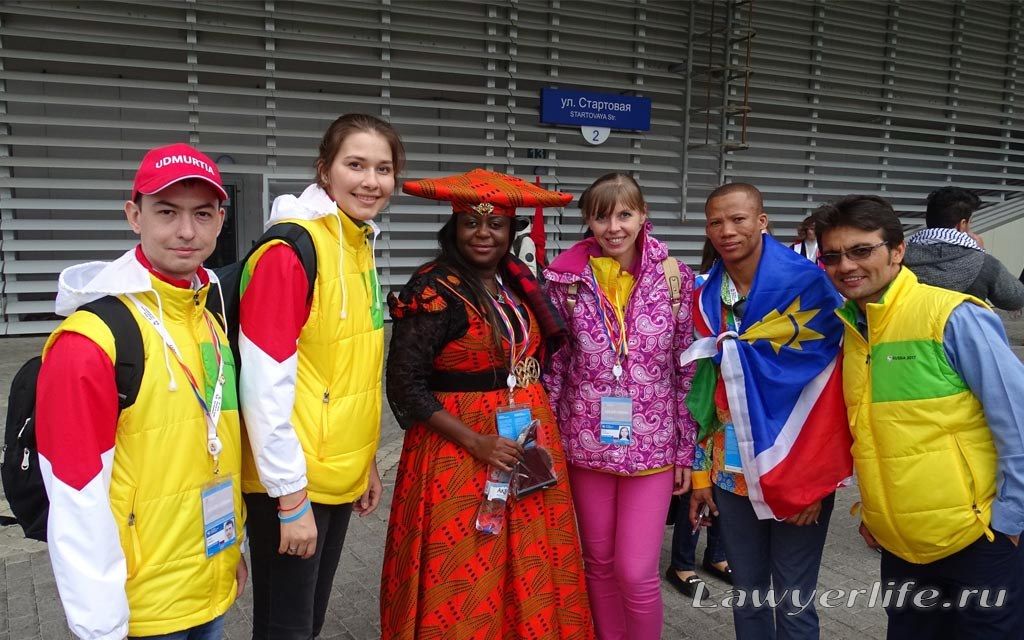 С участницей фестиваля из африканского племени Гереро в Намибии